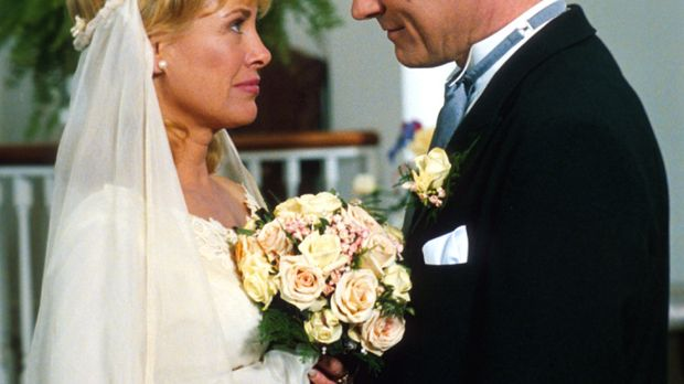 Vor 19 Jahren gaben sich Eric (Stephen Collins, r.) und Annie (Catherine Hick...