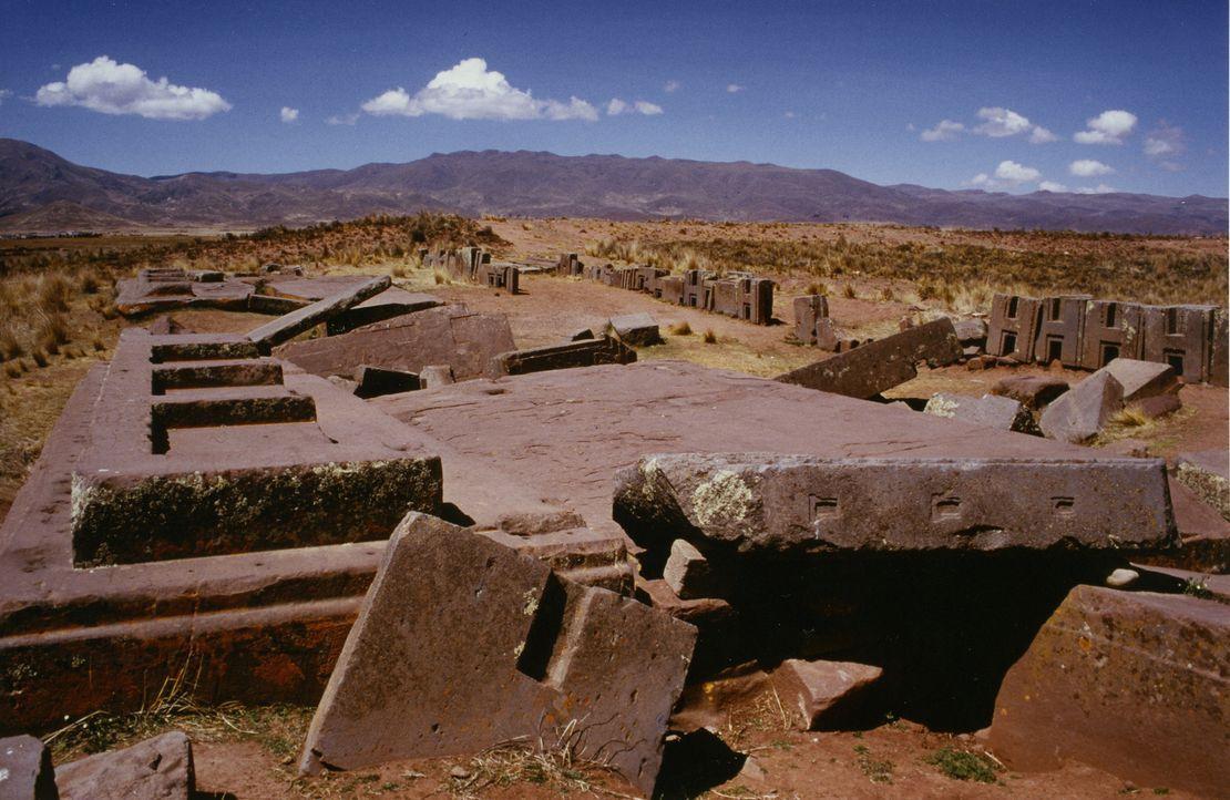Haben hier Aliens gewohnt? Die Ruinen von Puma Punku zählen zu den ältesten und rätselhaftesten der Welt. Niemand weiß verbindlich, wer diese Stätte... - Bildquelle: Giorgio Tsoukalos