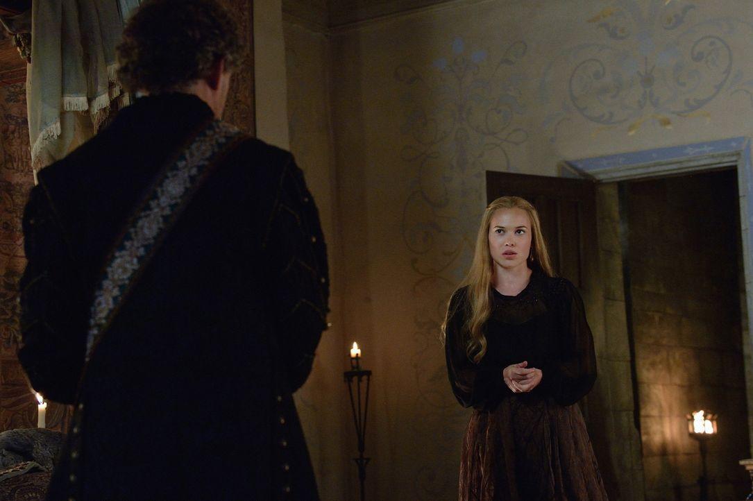 Langsam wird Lord Castleroy (Michael Therriault, r) bewusst, dass Greers (Celina Sinden, r.) Gefühle für ihre erste Liebe, Leith, immer zwischen ihn... - Bildquelle: Ben Mark Holzberg 2014 The CW Network, LLC. All rights reserved.