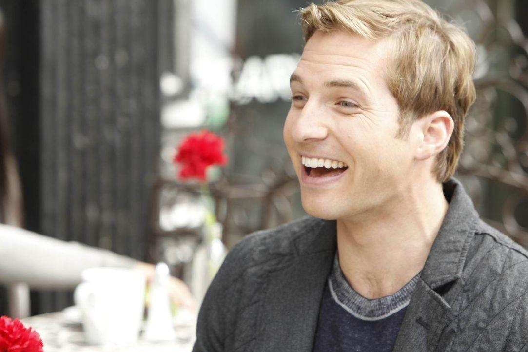 Lernt die überaus attraktive Kat kennen und verleibt sich in sie: Ben (Ryan Hansen) ... - Bildquelle: NBC Universal, Inc.