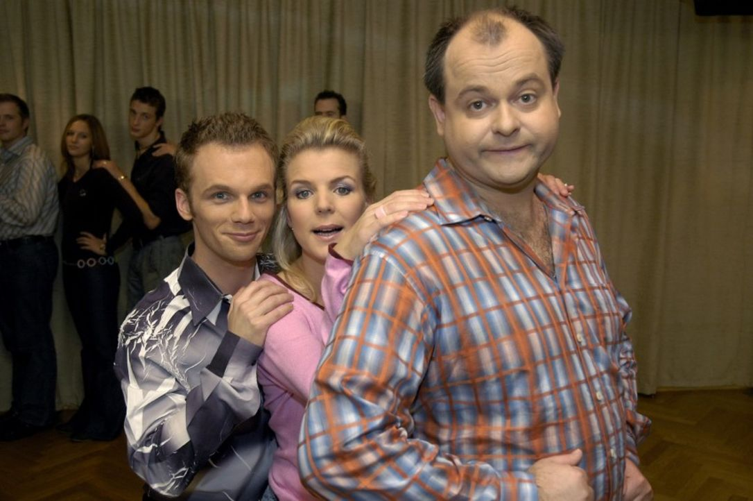 """v.l.n.r.: Ralf Schmitz, Mirja Boes und Markus Majowski leben in Deutschlands lustigster Comedy-WG und sind """"Die dreisten Drei"""". - Bildquelle: Sat.1"""