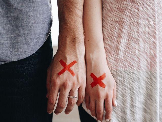Ihr berührt euch nicht mehrBerührungen müssen nicht gleich Sex bedeuten. Es ...