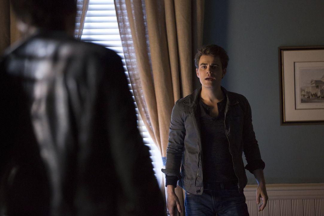 Während Stefan (Paul Wesley), Alaric und Damon in der normalen Welt nach einer Rettungsmöglichkeit für Bonnie suchen, ahnt diese in der anderen Welt... - Bildquelle: Warner Bros. Entertainment, Inc
