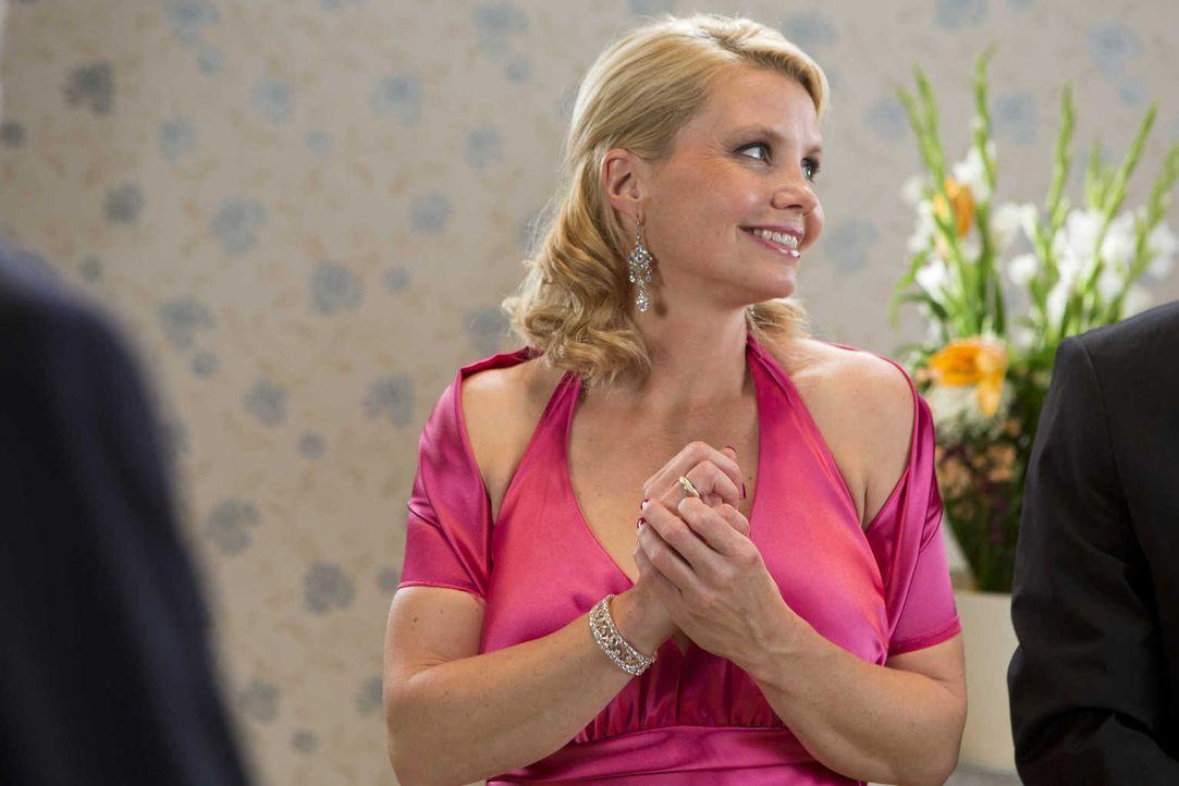 Beruflich geht es für Danni Lowinski (Annette Frier) aufwärts, doch wie sieht es im privaten Leben aus? - Bildquelle: Frank Dicks SAT.1