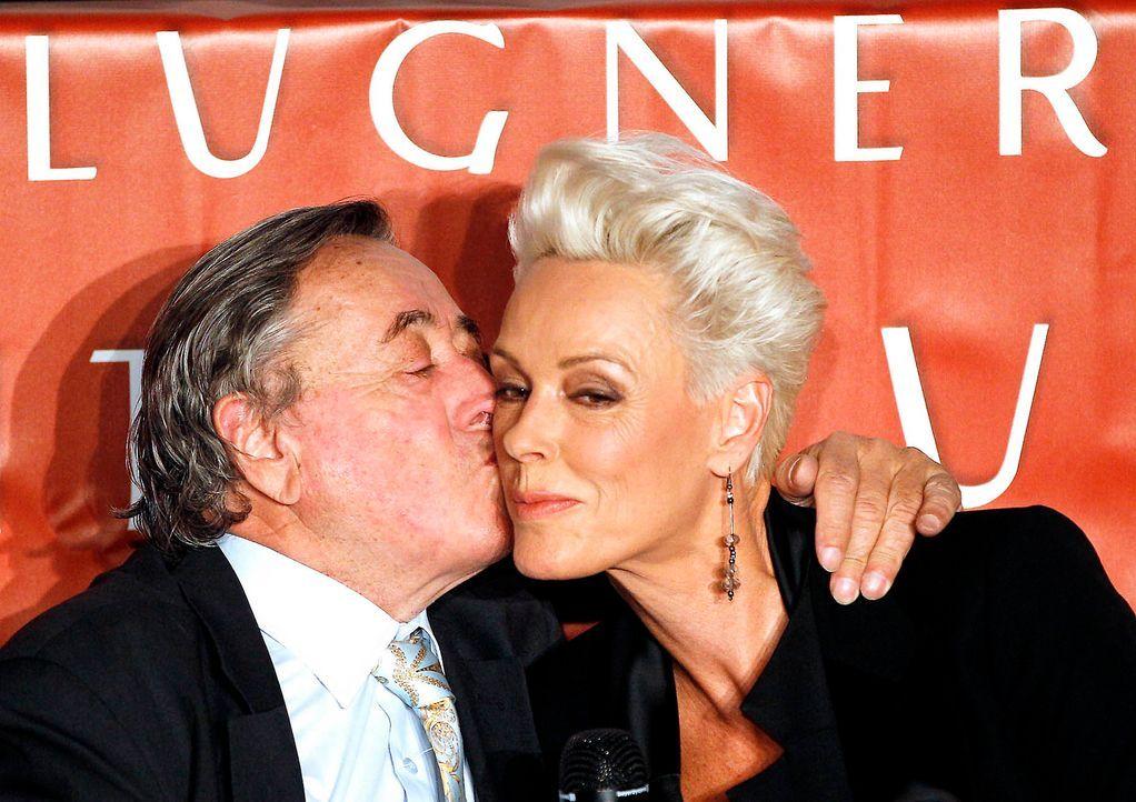 Richard-Lugner-Brigitte-Nielsen-12-02-15-dpa - Bildquelle: dpa