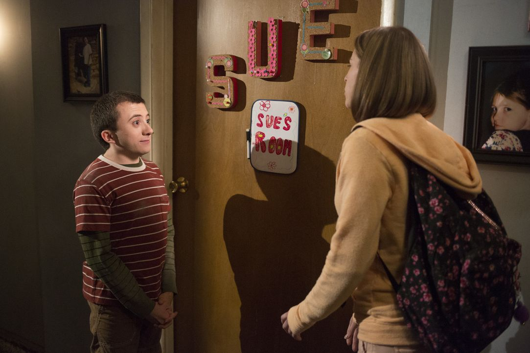 Brick (Atticus Shaffer, l.); Sue (Eden Sher, r.) - Bildquelle: Michael Ansell 2017 American Broadcasting Companies, Inc. All rights reserved./Michael Ansell