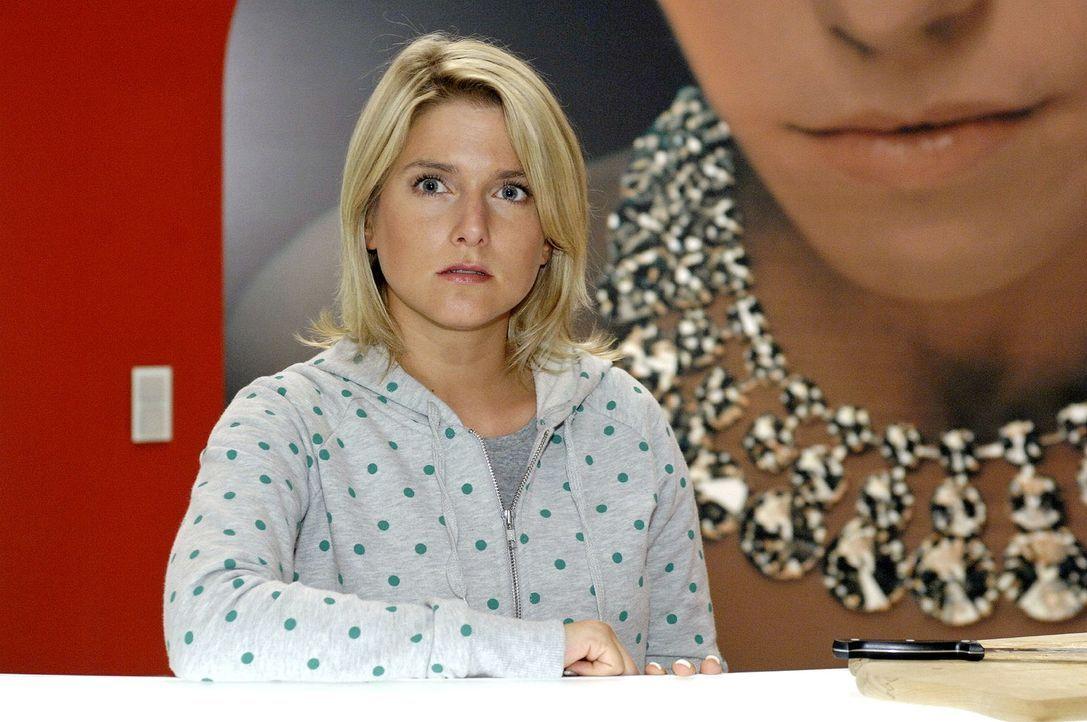 Anna (Jeanette Biedermann) ist es leid, von allen als Fußabtreter benutzt zu werden. Nach einem Wutanfall realisiert sie, dass ihre Schüchternheit f... - Bildquelle: Oliver Ziebe Sat.1