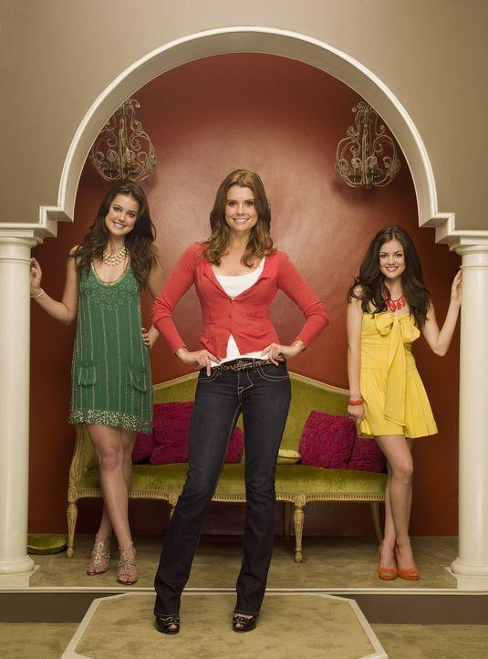 Als Tutorin, die die beiden verwöhnten Schwestern Sage (Ashley Newbrough, l.) und Rose Baker (Lucy Hale, r..) auf das College vorbereiten soll, kom... - Bildquelle: Warner Bros. Television