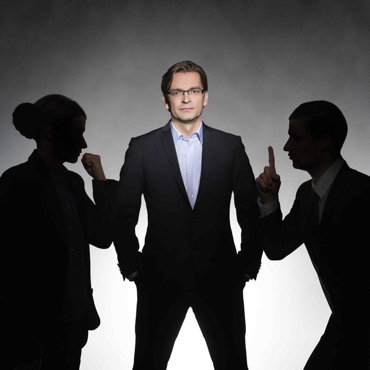 Claus Strunz (M.) empfängt jede Woche zwei prominente Kontrahenten zum Rededuell. Zu einem aktuellen politischen Thema wird eine konkrete Frage dis... - Bildquelle: SAT.1