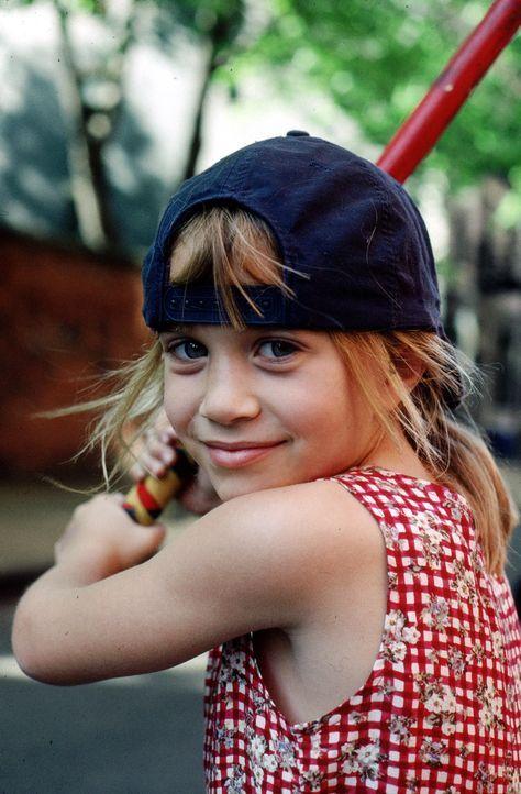 Amanda Lemmon (Mary-Kate Olsen) ist Waise und lebt in einem Kinderheim in New York City. Eines Tages lernt sie ein kleines Mädchen kennen, das ihr... - Bildquelle: Warner Bros.