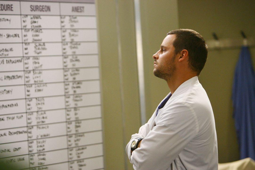 Dr. Webber hat einen hoch modernen Patientensimulator angeschafft, an dem die Anfänger und die Assistenzärzte üben dürfen. Alex (Justin Chambers... - Bildquelle: Touchstone Television