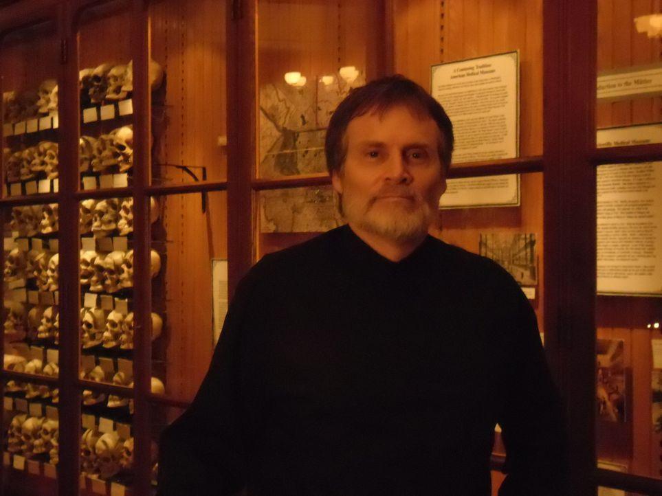 """Direktor Hicks des """"Mutter Museums"""" in Philadelphia: Er stellt nicht nur äußerst mysteriöse, sondern auch für Verwirrung sorgende Artefakte aus dem... - Bildquelle: The Travel Channel, L.L.C. All Rights reserved."""