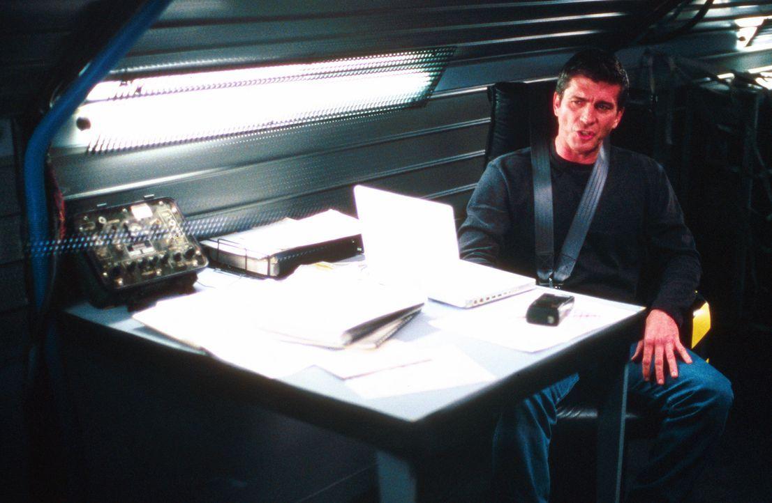 Eines Tages sorgt eine falsche Computerberechnung von Pete Jensen (Joe Lando) dafür, dass keine entsprechende Unwetterwarnung rausgeht. Millionensc... - Bildquelle: Cinetel Films Inc.