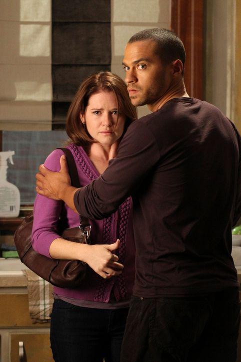 Während Cristina bei ihrer eigenen Einweihungsparty nicht dabei ist, geraten Alex und Jackson (Jesse Williams, r.) wegen April (Sarah Drew, l.) anei... - Bildquelle: ABC Studios