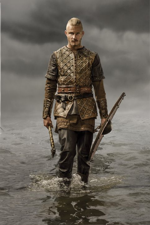 (3. Staffel) - Zieht mutig mit seinem Vater und den Wikingern in die Schlacht, um neue Länder zu erobern: Bjorn (Alexander Ludwig) ... - Bildquelle: 2015 TM PRODUCTIONS LIMITED / T5 VIKINGS III PRODUCTIONS INC. ALL RIGHTS RESERVED.