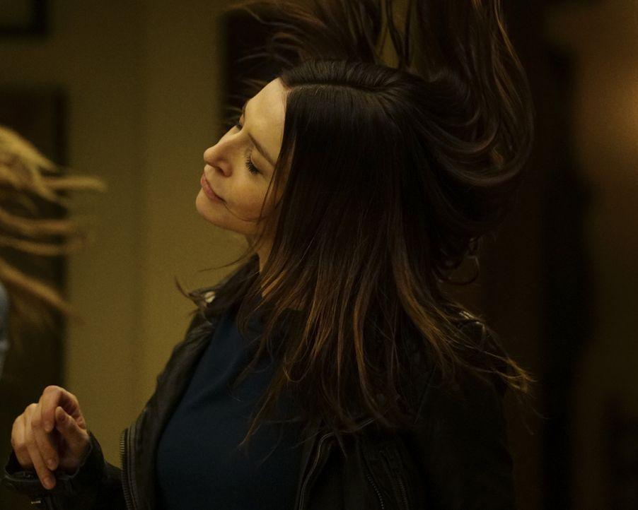 Gemeinsam mit Meredith möchte Amelia (Caterina Scorsone) Maggie etwas aufheitern. Doch kann ein Tanz dazu beitragen? - Bildquelle: Richard Cartwright 2017 American Broadcasting Companies, Inc. All rights reserved.