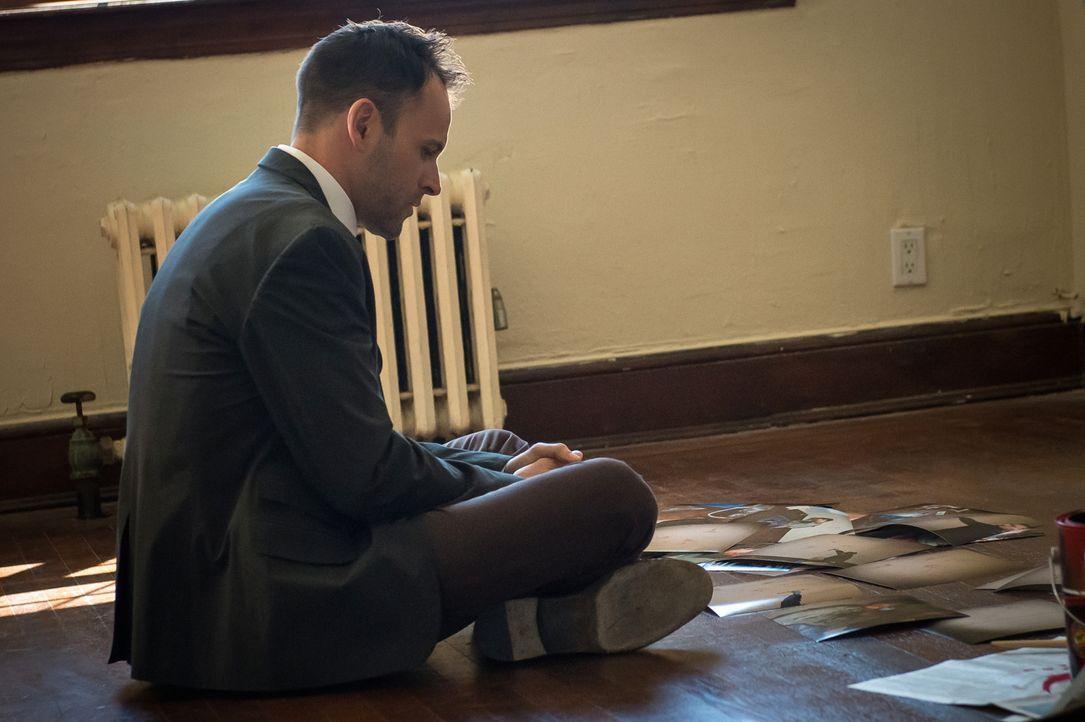 Holmes (Jonny Lee Miller) fällt es schwer, sich an den Gedanken zu gewöhnen, dass Watson aus der gemeinsamen Wohnung ausziehen wird, doch sie versuc... - Bildquelle: CBS Television