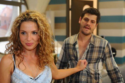 Nina (Maria Wedig, l.) ist unendlich erleichtert, als Luca (Manuel Cortez, r....