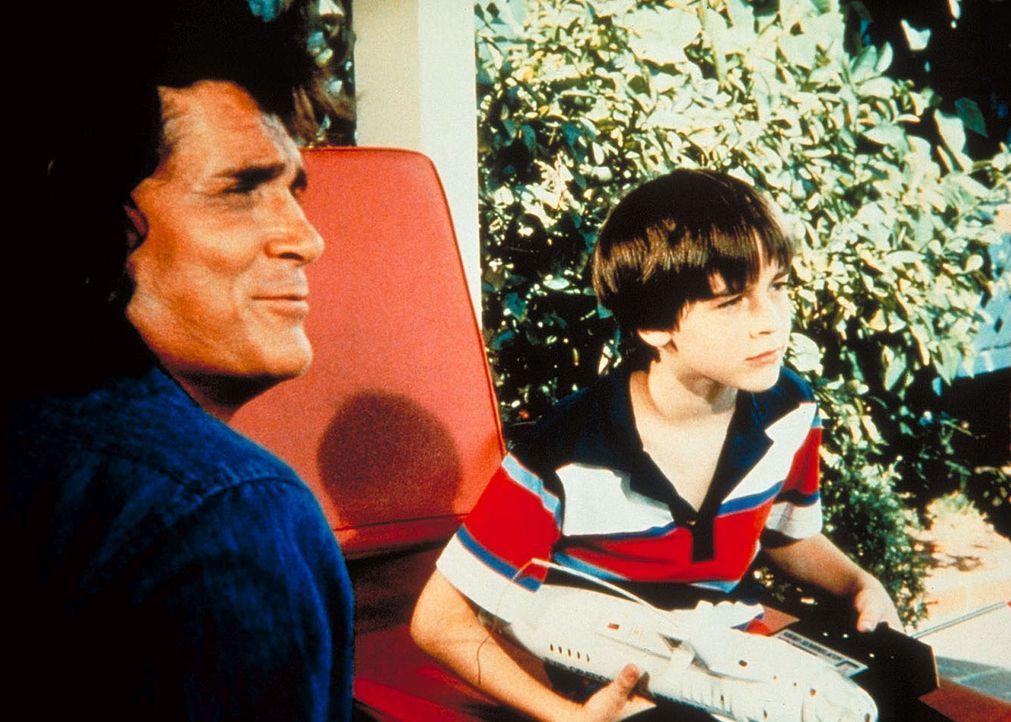 Jonathan (Michael Landon, l.) und Arthur (Barret Oliver, r.), der mit Tony Freundschaft schließen soll, warten gespannt auf den Jungen. - Bildquelle: Worldvision Enterprises, Inc.