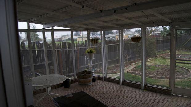 Josh Temple und sein Team möchten aus diesem Wintergarten ein Pub-Zimmer mach...