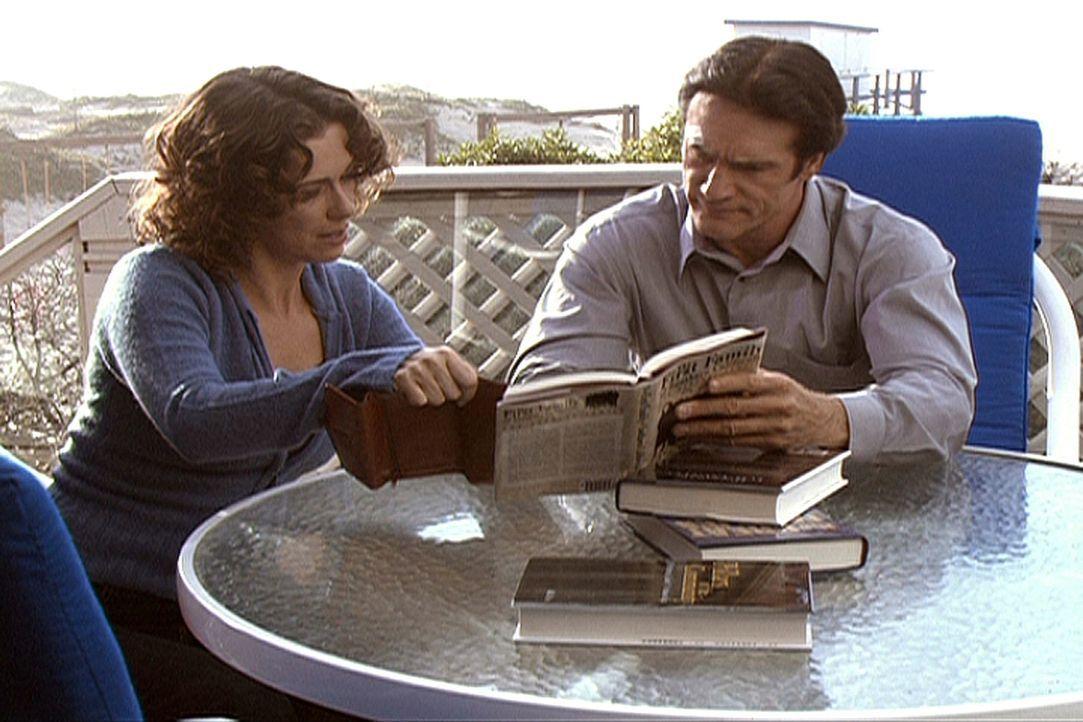 Steven (Barry Van Dyke, r.) besucht eine vermutliche Zeugin. - Bildquelle: Viacom