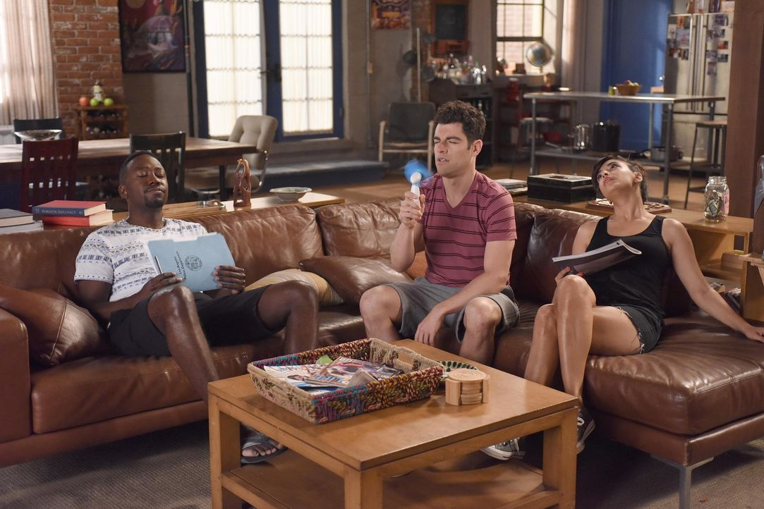 Eine unglaubliche Hitzewelle hat L.A. und auch Winston (Lamorne Morris, l.), Schmidt (Max Greenfield, M.) und Cece (Hannah Simone, r.) fest im Griff... - Bildquelle: Ray Mickshaw 2016 Fox and its related entities.  All rights reserved.
