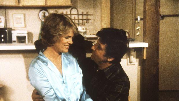 Dory (Barry Primus, r.) hat Cagney (Sharon Gless) einen Heiratsantrag gemacht...