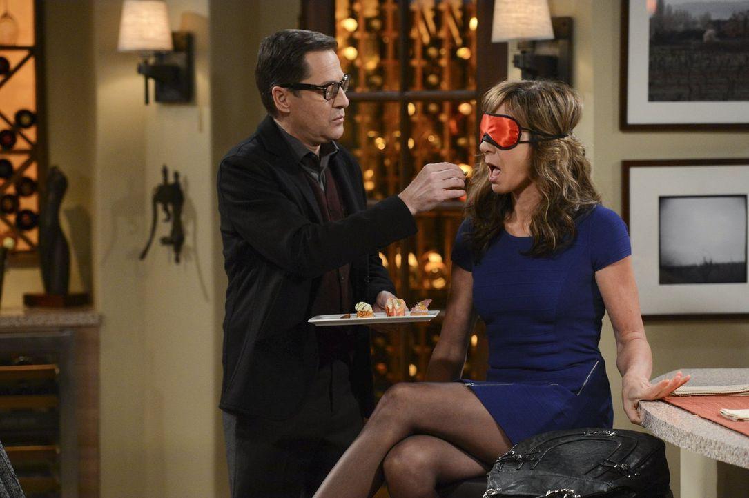 Passen erotisch perfekt zusammen: Rudy (French Stewart, l.) verführt Bonnie (Allison Janney, r.) nach allen Regeln der Kunst ... - Bildquelle: Warner Brothers Entertainment Inc.