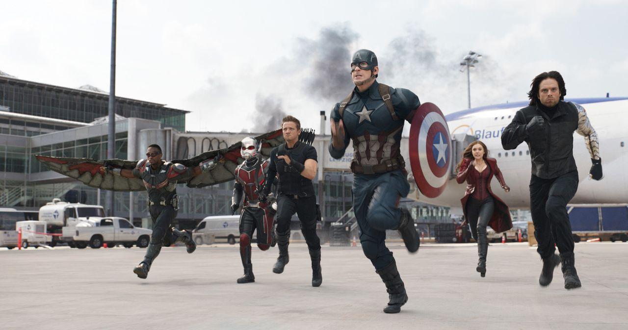 (v.l.n.r.) Sam Wilson alias Falcon (Anthony Mackie); Scott Land alias Ant-Man (Paul Rudd); Clint Barton alias Hawkeye (Jeremy Renner); Steve Rogers... - Bildquelle: 2014 MVLFFLLC. TM &   2014 Marvel. All Rights Reserved.