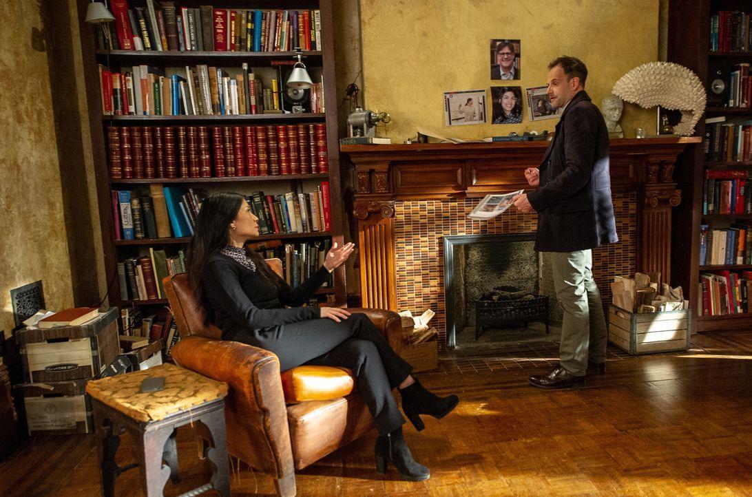 Joan Watson (Lucy Liu, l.); Sherlock Holmes (Jonny Lee Miller, r.) - Bildquelle: Jeff Neira 2018 CBS Broadcasting, Inc. All Rights Reserved / Jeff Neira