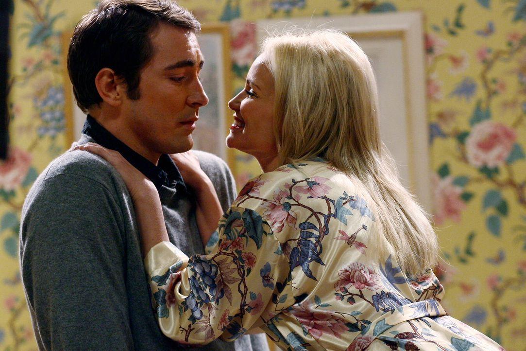 Eigentlich schlägt Neds (Lee Pace, l.) Herz für eine andere, doch kann er sich den Verführungskünsten von Olive (Kristin Chenoweth, r.) widersetzen?... - Bildquelle: Warner Brothers