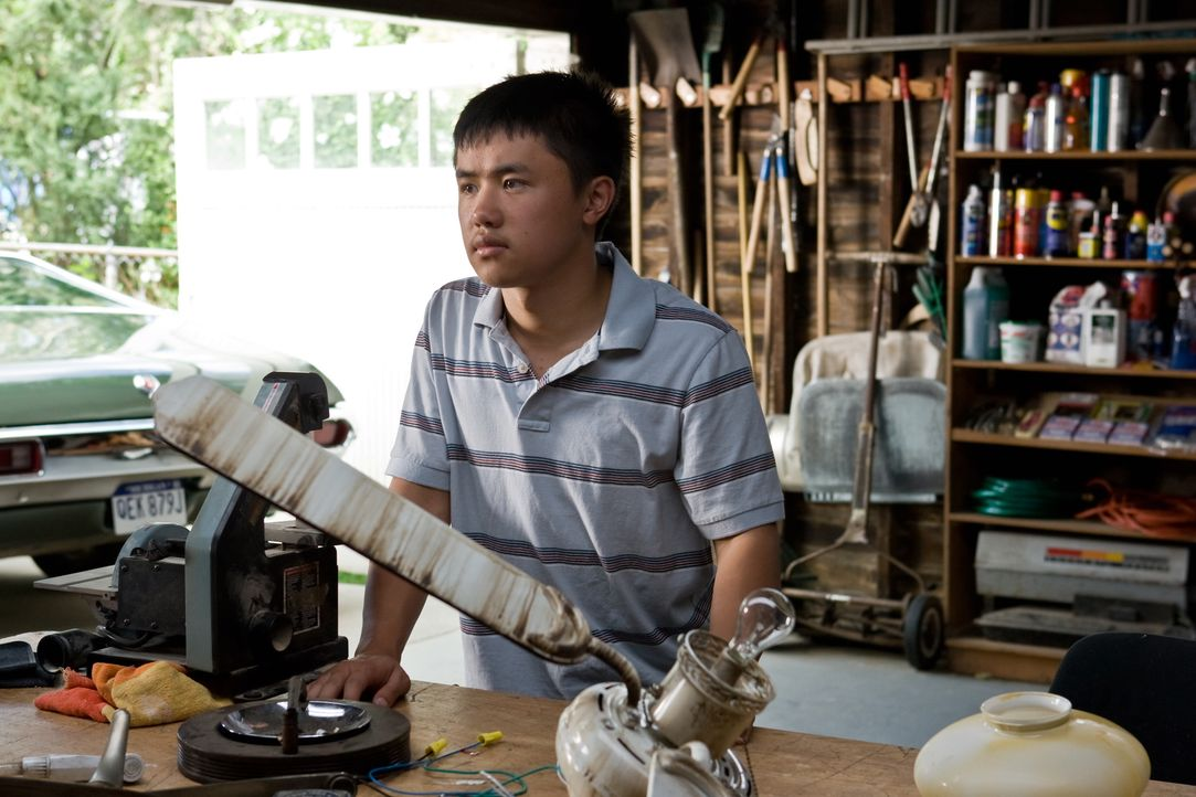 Durch ihn wird aus dem verbitterten alten Walt Kowalski ein anderer Mensch: Thao (Bee Vang) ... - Bildquelle: Warner Bros