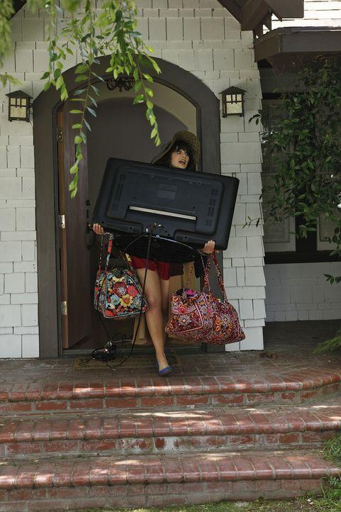 Nachdem ihre Mitbewohner sie überzeugt haben, macht sich Jess (Zooey Deschanel) auf den Weg, um ihre Sachen aus Spencers Wohnung zu holen ... - Bildquelle: 20th Century Fox