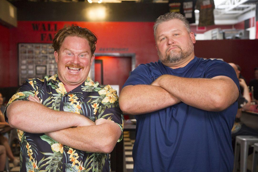 Bereit für die gefürchtete Stuffaluffagus-Challenge: Casey Webb (l.) und sein Challenge-Partner Jeff Messina (r.) ... - Bildquelle: 2017, The Travel Channel, LLC. All Rights Reserved.