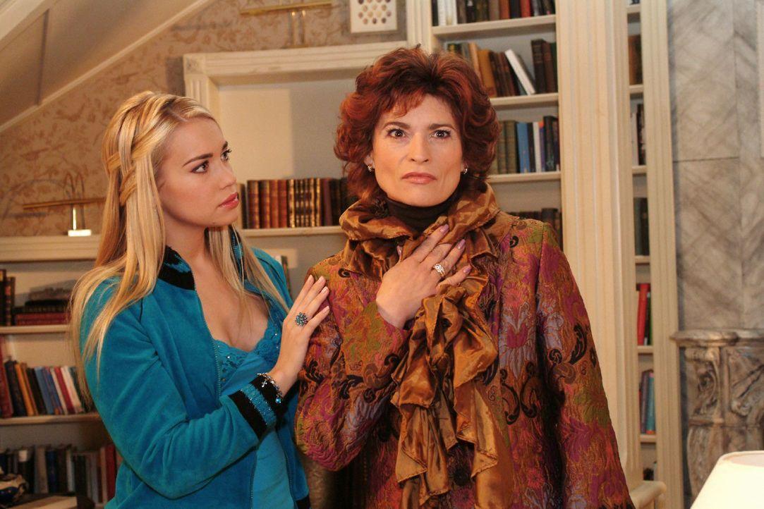 Kim (Lara-Isabelle Rentinck, l.) zeigt Mitgefühl für Sophie (Gabrielle Scharnitzky, r.). - Bildquelle: Monika Schürle Sat.1