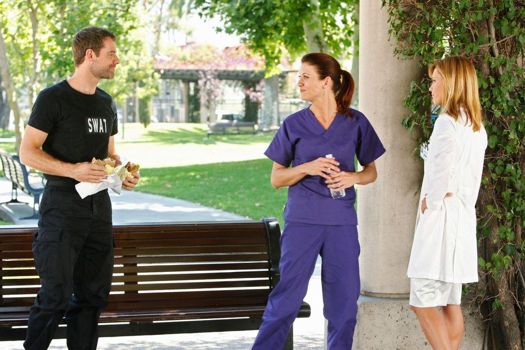 Veränderung: Addison (Kate Walsh, M.) kommt Kevin (David Sutcliffe, l.) wieder näher und erhält gleichzeitig ein Job-Angebot von Charlotte (KaDee St... - Bildquelle: ABC Studios