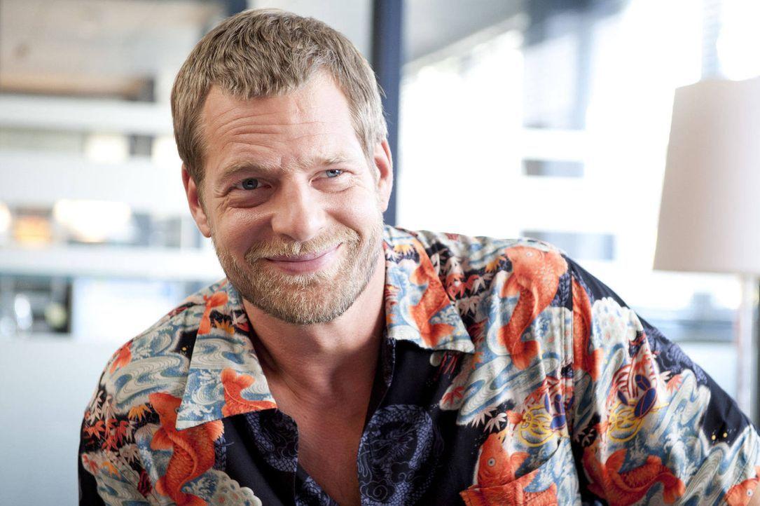 (3. Staffel) -  Hat einen Nebenbuhler und eine neue Kollegin, die ihn aus der Fassung bringen: Mick (Henning Baum) ... - Bildquelle: Martin Rottenkolber SAT.1