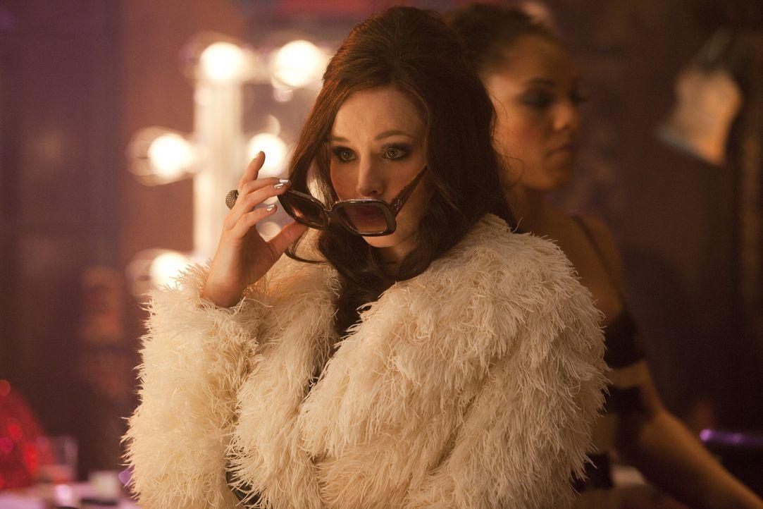 Nicht alle in der glamourösen Burleque-Welt gönnen der Kleinstadtkellnerin ihren Erfolg: Nikki (Kristen Bell) ... - Bildquelle: 2010 Screen Gems, Inc. All Rights Reserved.