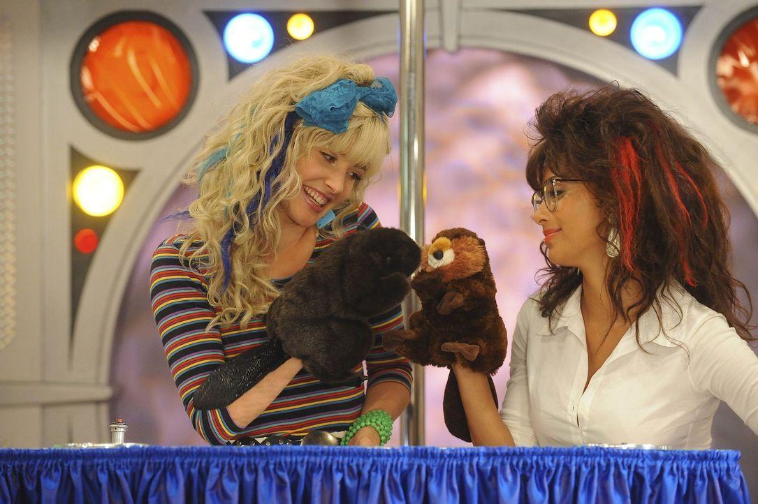 """Rückblick: Gemeinsam mit ihrer Partnerin Jessica (Nicole Scherzinger, r.) spielte Robin (Cobie Smulders, l.) ein Duo namens """"Space Teens"""", das im W... - Bildquelle: 20th Century Fox International Television"""