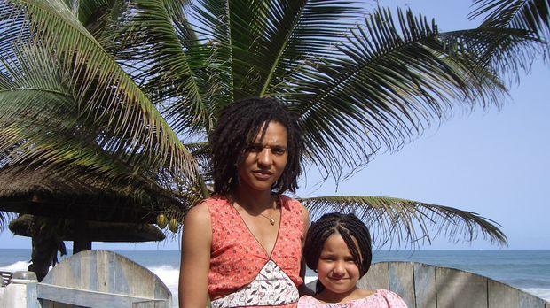 Die Auswanderer - Miriam Sai (l.) mit ihrer Tochter Amata (r.) © ProSieben