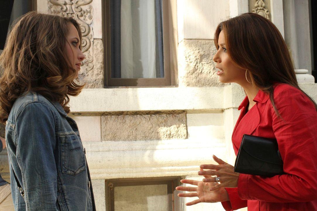 Während Preston aus Europa ein besonderes Souvenir mitbringt, machen sich Gaby (Eva Longoria, r.) und Angie auf nach New York, um Danny und Ana (Mai... - Bildquelle: ABC Studios