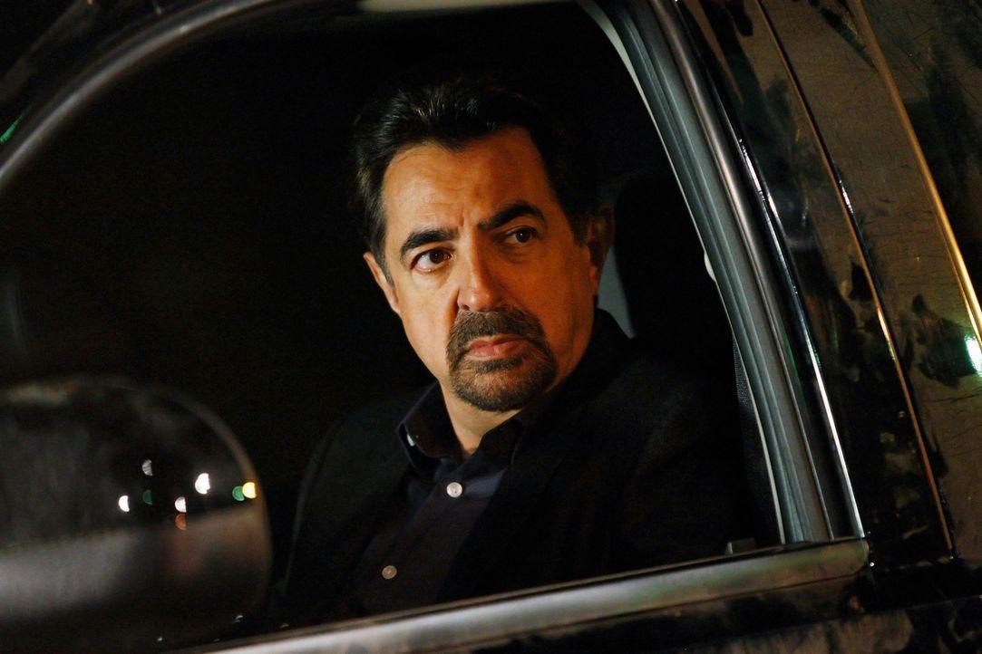 Rossi (Joe Mantegna) und sein Team ermitteln in einem neuen Fall, der sich als besonders grausam herausstellt ... - Bildquelle: Touchstone Television