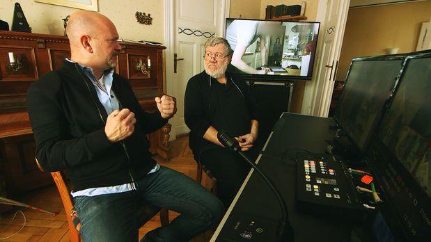 Peter Giesel (l.) und Dietmar Büchi (r.) fühlen Waschmaschinenmechanikern und...
