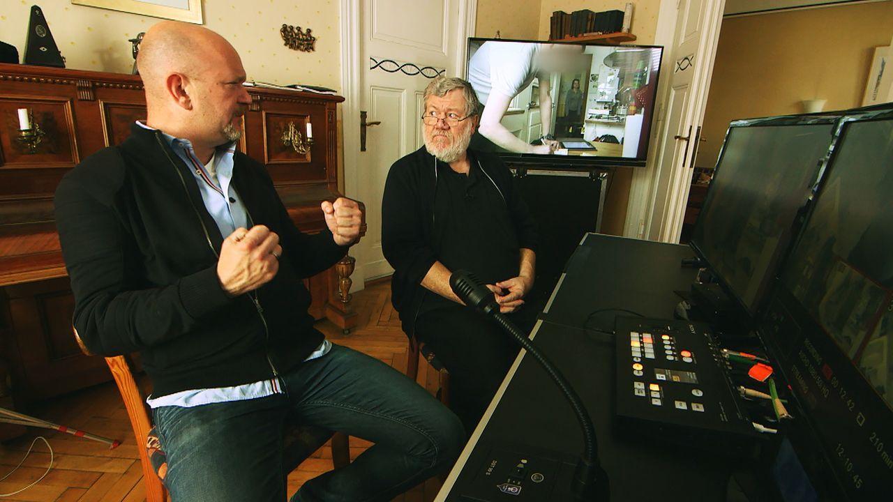 Peter Giesel (l.) und Dietmar Büchi (r.) fühlen Waschmaschinenmechanikern und Schlüsseldiensten genau auf den Zahn und testen sie auf Professionalit... - Bildquelle: kabel eins