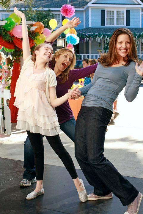 Besondere Bilder fürs Erinnerungsalbum: Jane (Andrea Parker, r.), Pennys (Darcy Rose Byrnes, l.) und Lynette (Felicity Huffman, M.) ... - Bildquelle: Touchstone Pictures