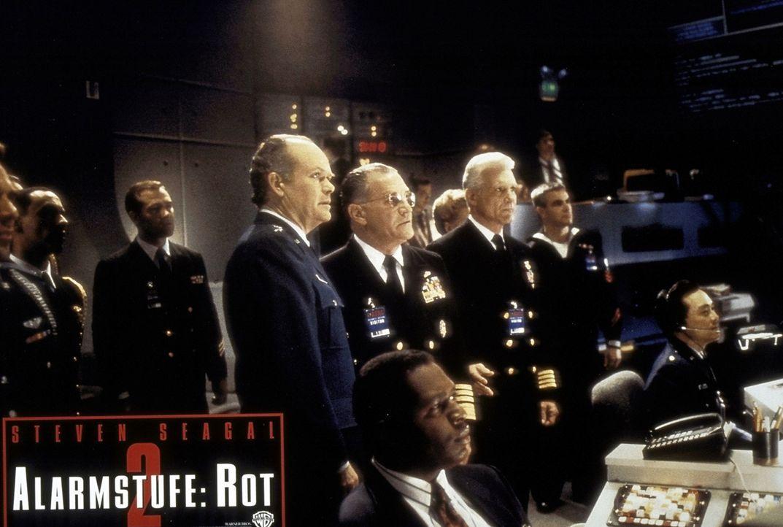 Das verrückte Computer-Genie Travis will sich am Militär rächen, weil sie ihn nach Fertigstellung seines Projekts einfach entlassen haben. Jetzt... - Bildquelle: Warner Bros.