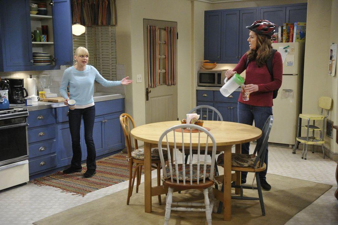 Der Streit zwischen Christy (Anna Faris, l.) und Bonnie (Allison Janney, r.) scheint seinen Höhepunkt gefunden zu haben, als Roscoe bei seinem Vater... - Bildquelle: Warner Bros. Television