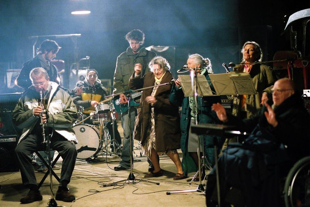 Ein denkwürdiges Rockkonzert zur Rettung des Marienstifts nimmt seinen Lauf ... - Bildquelle: Christian Hartmann ProSieben