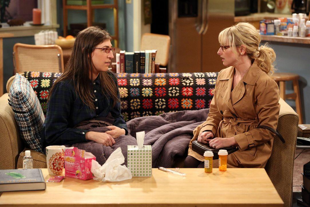 Während Amy (Mayim Bialik, l.) sich von Sheldon pflegen lässt, möchte Bernadette (Melissa Rauch, r.), dass Howard einen Ausflug mit ihrem Vater unte... - Bildquelle: Warner Bros. Television