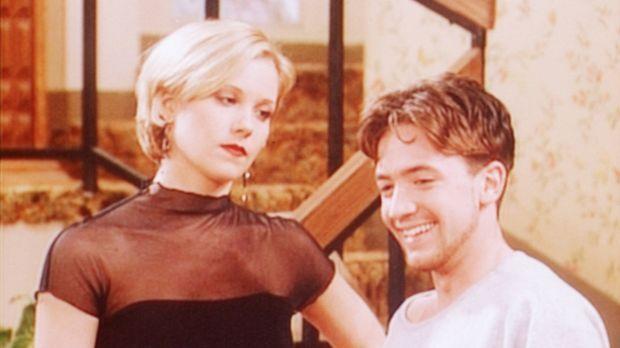 Bud (David Faustino, r.) kann die Dummheit seiner Schwester Kelly (Christina...